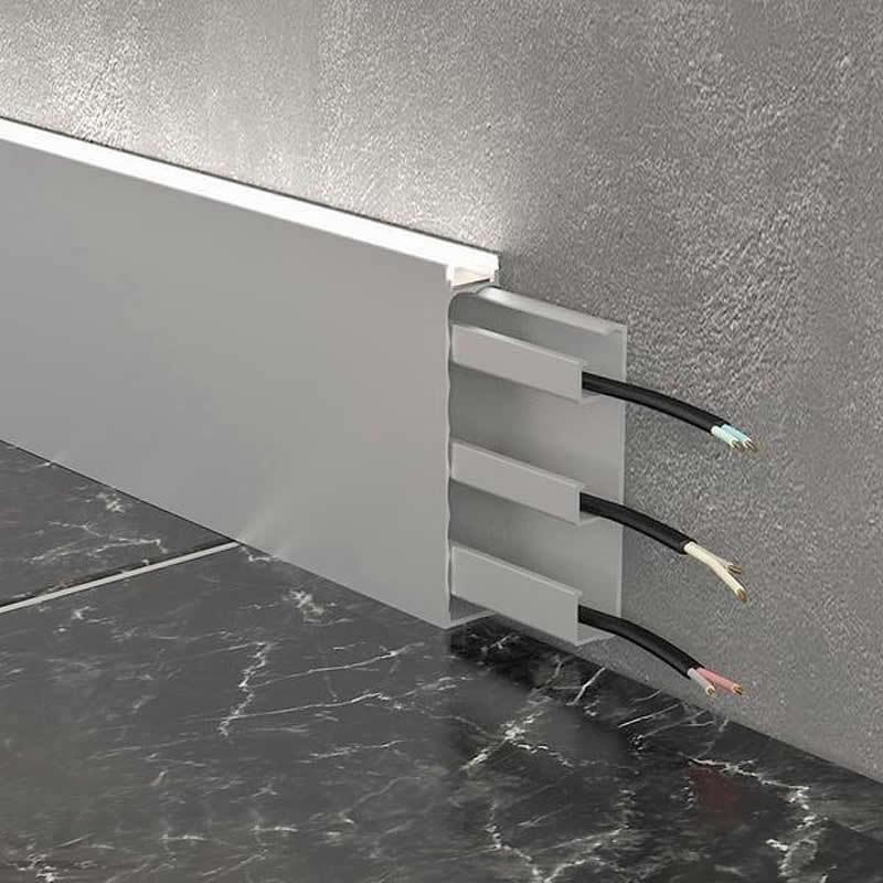 Монтаж алюминиевого плинтуса с кабель каналом