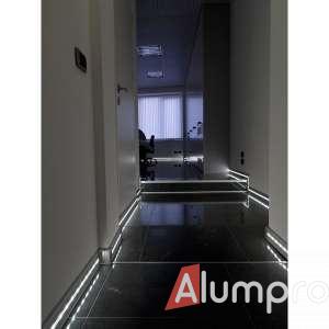 Плінтуси з LED-підсвіткою