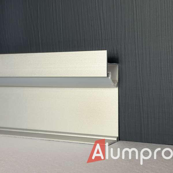 Алюмінієвий плінтус з LED-підсвіткою 3002